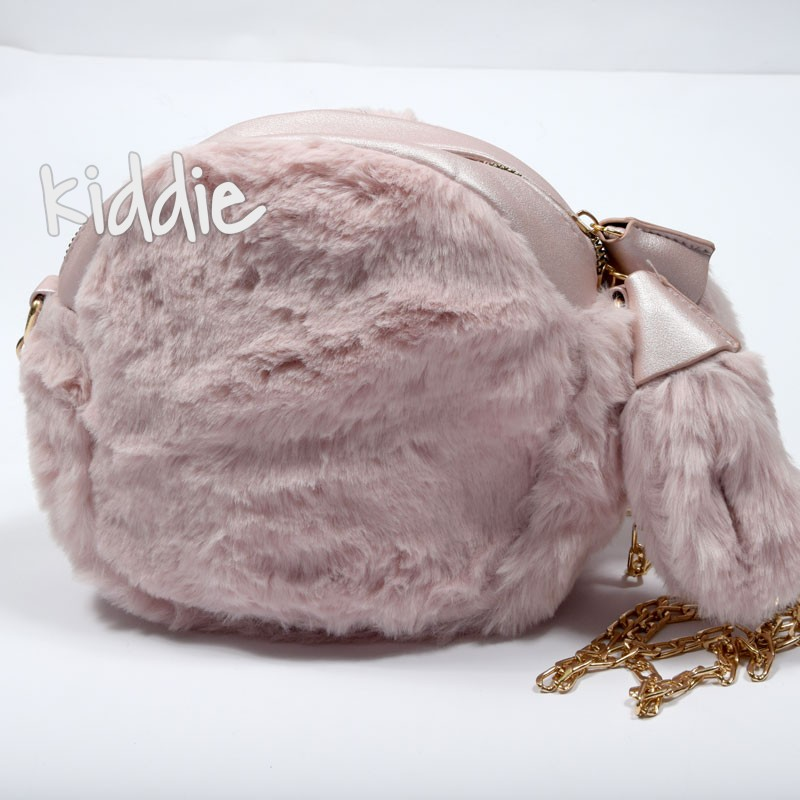 Детска пухкава чанта с пискюли