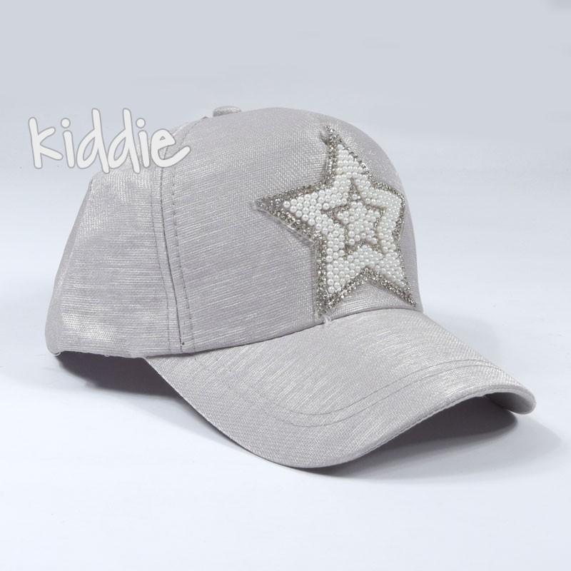 Детска шапка за момиче Kitti със звезда от перли